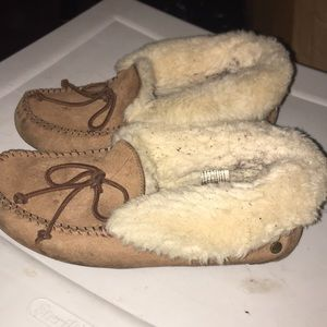Used Ugg Moccasins Make an Offer ❤️